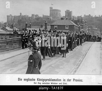 Proclamation of the new King George V in the English province. The picture shows the King's entourage between Windsor and Eton. - Stock Image