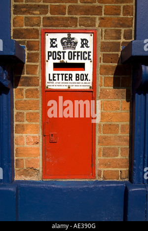 Old historic post box in Woburn - Stock Image