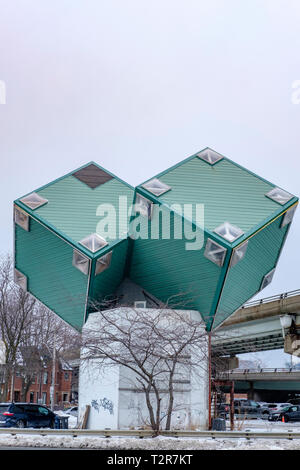 Toronto Cube House, a one-of-a-kind home built with three tilted green boxes by designers Ben Kutner and Jeff Brown, Toronto, Ontario, Canada - Stock Image