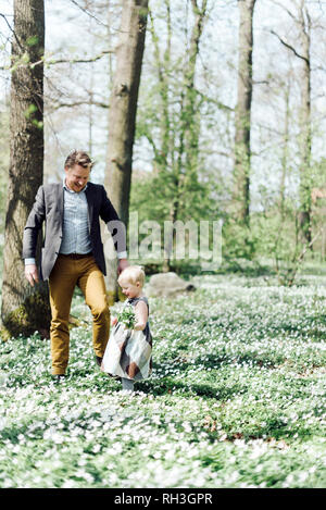 Father with daughter in woods - Stock Image