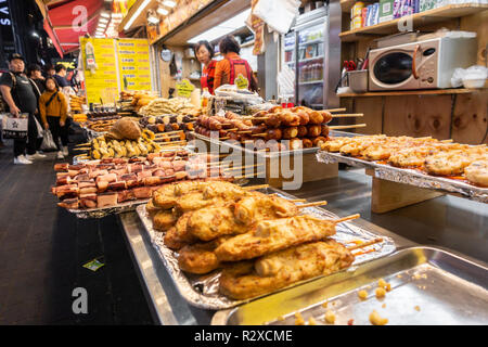 A stall selling different types of street food on wooden skewers in Myeongdong in Seoul, South Korea. - Stock Image