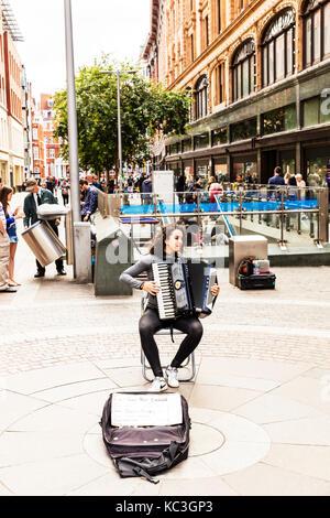 Accordion player, playing accordion, Accordion, busker playing Accordion, Accordion busker,  girl playing Accordion, - Stock Image