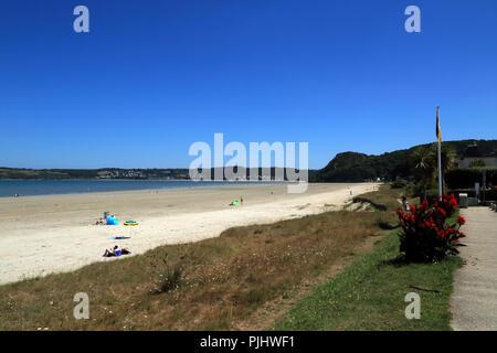 View of beach at low tide from D786, Avenue de la Lieue de Greve, Plestin les Greves, Cotes d'Amor, Brittany, France - Stock Image