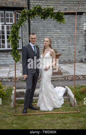 Bride and Groom pose for Wedding photographs, Jennycliff, Plymouth, Devon, UK - Stock Image