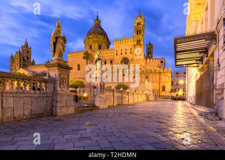 Metropolitan Cathedral of the Assumption of Virgin Mary in Palermo at night, Sicily, Italy - Stock Image