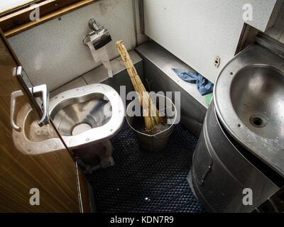 IRKOUTSK, RUSSIE, MAI 17 : les toilettes du transsiberien font egalement office de salle de bain pour les voyageurs - Stock Image