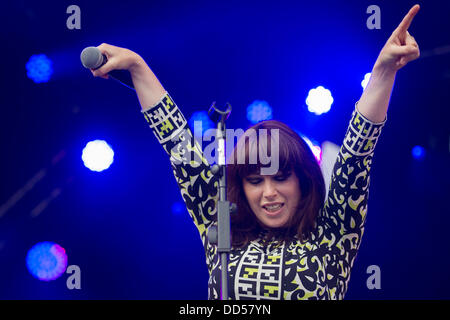 Portsmouth, UK. 25th Aug, 2013. Victorious Festival at Portsmouth Historic Dockyard.  Jolene of Portsmouth band - Stock Image