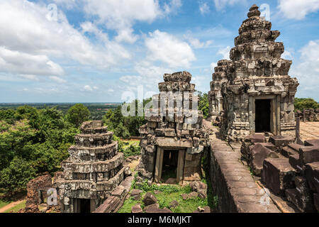 The view from Phnom Bakheng temple over the Cambodian countryside. - Stock Image