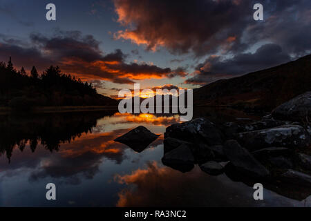 Sunset clouds reflecting in Llyn Mymbyr, Snowdonia, North Wales - Stock Image