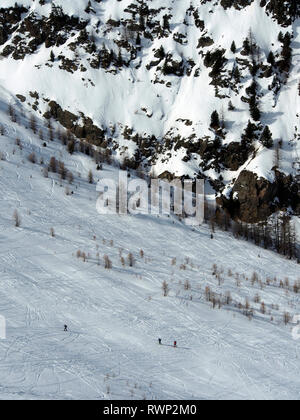 Ski mountaineers below Crête de Curlet near St Véran, Parc regional du Queyras, French Alps - Stock Image