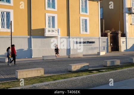 Young couple walking along a Gaia street past a building with Ramos Pinto winery sign in Vila Nova de Gaia in Porto, Portugal Europe EU  KATHY DEWITT - Stock Image