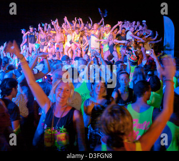 People dancing at the Full Moon Party on Haad Rin Koh Phangan Thailand - Stock Image