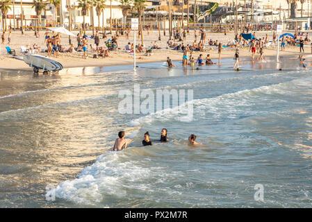 Israel, Tel Aviv - 10 September 2018: Children bathing in the sea - Stock Image