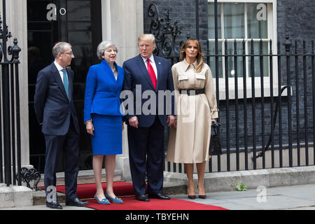 London, UK. 4th June, 2019. Philip May, Theresa May, President Trump and Melania Trump pose for photographers outside Downing Street during his Three day State visit to the UK. Credit: Keith Larby/Alamy Live News - Stock Image