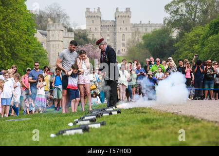 Windsor, UK. 22nd April 2019. John Matthews, borough bombardier, supervises children in firing a small cannon as part of a traditional 21-gun salute on the Long Walk in front of Windsor Castle for the Queen's 93rd birthday. The Queen's official birthday is celebrated on 11th June. Credit: Mark Kerrison/Alamy Live News - Stock Image