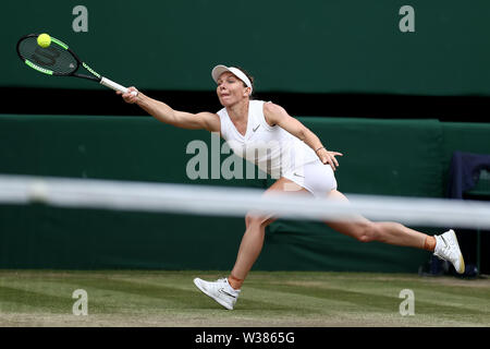 London, UK. 13th July, 2019. The All England Lawn Tennis and Croquet Club, Wimbledon, England, Wimbledon Tennis Tournament, Day 12;  Simona Halep (ROM) stretches to return Serena Williams (USA) serve Credit: Action Plus Sports Images/Alamy Live News - Stock Image