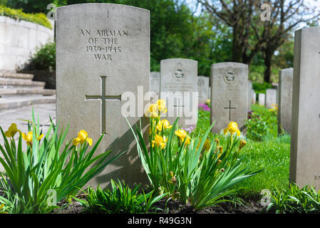 British war grave, view of a well tended headstone of an unknown Allied airman who died in WW2, Poznan (Posen) Garrison Cemetery, Poland. - Stock Image