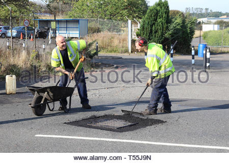 Two workmen enjoying their work in the sun - Stock Image