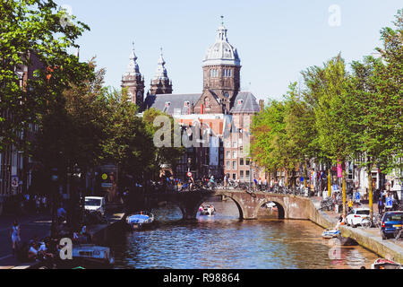 Basilica of Saint Nicholas and Oudezijds Voorburgwal canal in Amsterdam, Netherlands - Stock Image