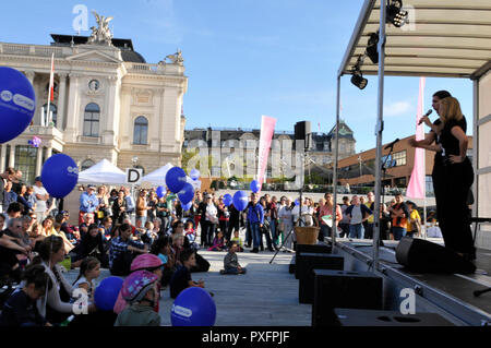 The crowd at the public viewing in front of the opera at Bellevue place in Zürich-City - Stock Image