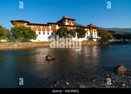 View over river to Punakha Dzong, a huge fortress monastery and administrative building in Bhutan - Stock Image