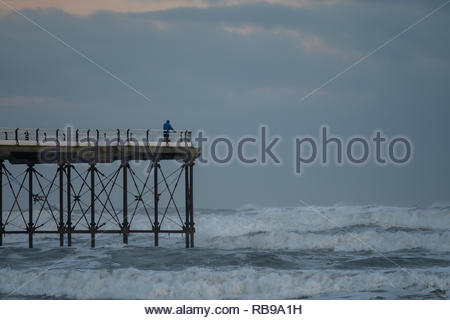 Saltburn-by-the-Sea, UK. 8th January, 2019. Weather: Strong winds and waves around the pier on the coast at Saltburn-by-the-Sea on the north-east coast. 8th January 2019. © Gary Clarke/Alamy Live News - Stock Image