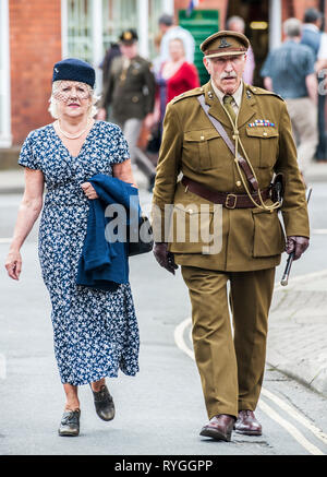 Woodhall Spa 1940s Festival - Couple dressed in 1940s sytle - Stock Image