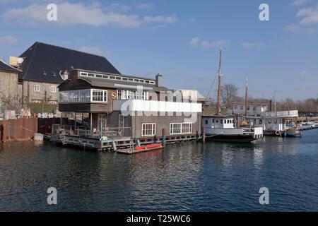 Houseboats in Trangraven Canal, Copenhagen inner harbour. - Stock Image