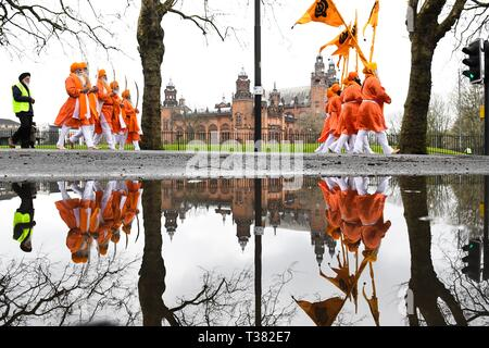 Glasgow, UK. 07th Apr, 2019. Sikhs in Glasgow celebrating the festival of Vaisakhi (or Baisakhi) with a colourful Nagar Kirtan parade processing around the city's four Gurdwaras or Sikh temples.   Here passing Kelvingrove Museum. Credit: Kay Roxby/Alamy Live News - Stock Image
