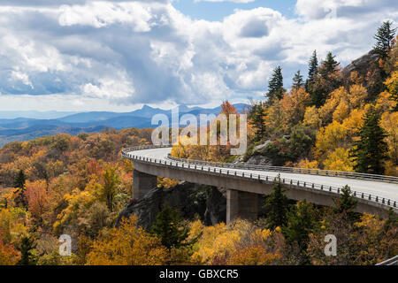 Linn Cove Viaduct, Blue Ridge Parkway overlook in the Fall, NC - Stock Image