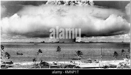 Operation Crossroads, Test Baker 25 July 1946, the 21-kiloton Helen of Bikini nuclear bomb detonates 27 meters underwater - Stock Image