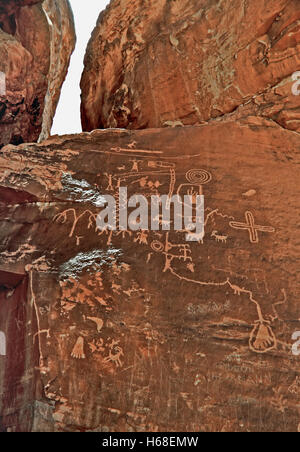 Red Rock Story, Hieroglyph in Valley of Fire, Nevada - Stock Image