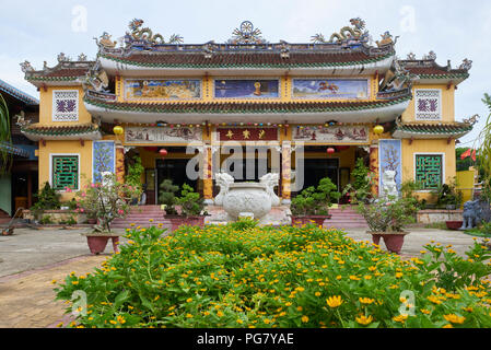 Entrance to Phap Bao Buddhist temple in the town of Hoi An, Central Vietnam. - Stock Image