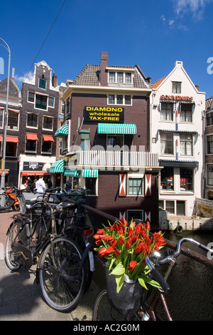 Amsterdam diamont factory bicycle with tulips - Stock Image