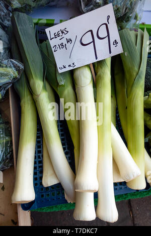 Fresh locally grown leeks in a greengrocers in Northallerton North Yorkshire England priced £0.99p per pound - Stock Image