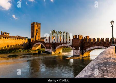 Ponte Castelvecchio at dusk in Verona, Italy - Stock Image