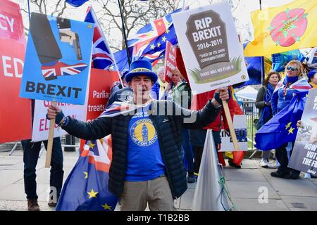 London, UK. 25th Mar 2019. Steve Bray, Activist, SODEM, Remain Protest, Houses of Parliament, Westminster, London.UK Credit: michael melia/Alamy Live News - Stock Image
