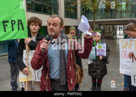 London, UK. 17th October 2018. APhil Murphy, former GMFRS Fire Safety Officer, acted as MC for the protest outside the Ministry of Housing, Communities and Local Government by residents living in tower blocks covered in Grenfell-style cladding, Fuel Poverty Action, and Grenfell campaigners demanding that the government make all tower-block homes safe and warm. Credit: Peter Marshall/Alamy Live News - Stock Image