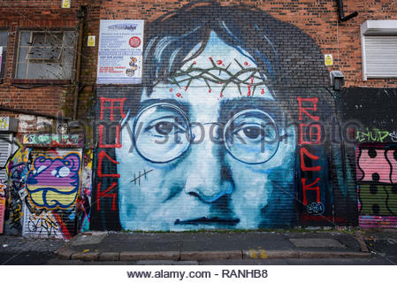 John Lennon mural and other graffiti at the back alley of Cropper Street, Liverpool with a John Lennon mural and other graffiti. - Stock Image