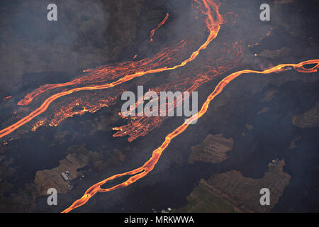 Channelized lava streams down the East Rift Zone from the eruption of the Kilauea volcano May 23, 2018 in Pahoa, Hawaii. - Stock Image