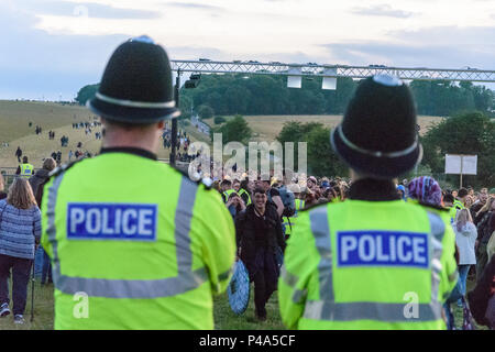 Stonehenge, Amesbury, UK, 20th June 2018,   A delighted arrival watched by police officers at the summer solstice  Credit: Estelle Bowden/Alamy Live News. - Stock Image