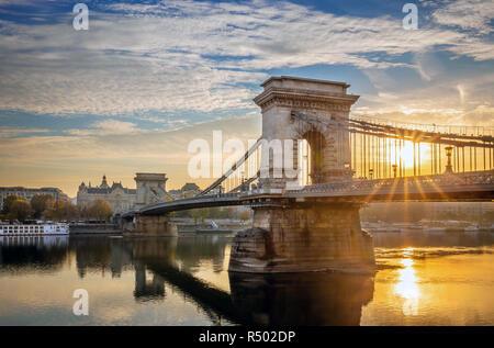 Budapest, Hungary - Beautiful sunrise at Szechenyi Chain Bridge - Stock Image