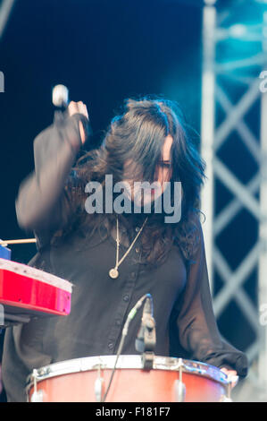 Portsmouth, UK. 29th August 2015. Victorious Festival - Saturday. Angela Gannon of The Magic Numbers performs on - Stock Image