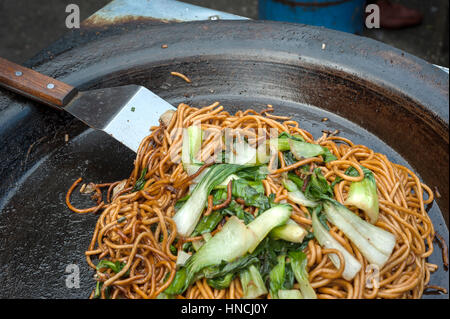 Stir fried noodles at a Chinese street market - Stock Image