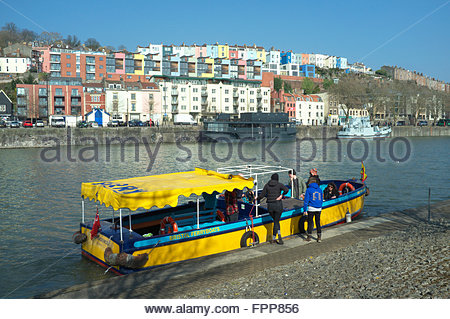 Colourful housing in Hotwells provides a backdrop to the Bristol Ferryboats service making a stop. Bristol, UK. - Stock Image