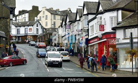 Shops,People shopping,Bowness on Windermere,south lakeland,Lake District,Cumbria,England,UK - Stock Image
