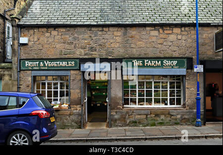 The Farm Shop Queen Street Amble, a local small shop. Amble is a small town on the north east coast of Northumberland in North East England. Cw 6681 - Stock Image