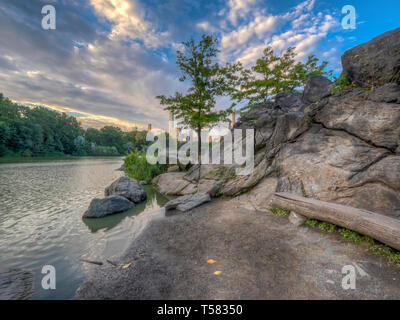 Central Park at the Lake with early morning clouds - Stock Image