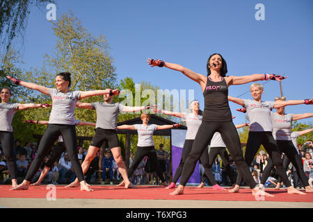 Nis, Serbia - April 20, 2019 Big group of happy people with instructor training Piloxing sport on sunny spring day - Stock Image