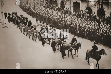The cortege of King George V, who died Monday 20th January 1936 in Sandringham. The following Thursday the procession bearing the King's remains made its way from Kings Cross railway station through London streets lined by huge crowds to lie in state in Westminster. - Stock Image